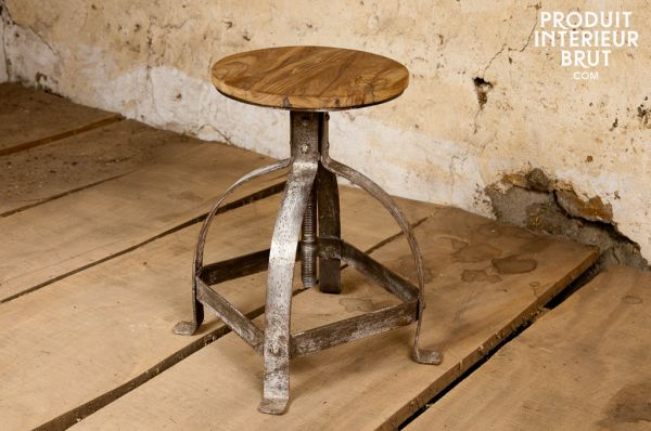 Vintage chairs with an industrial inspiration often incorporate metal in their designs